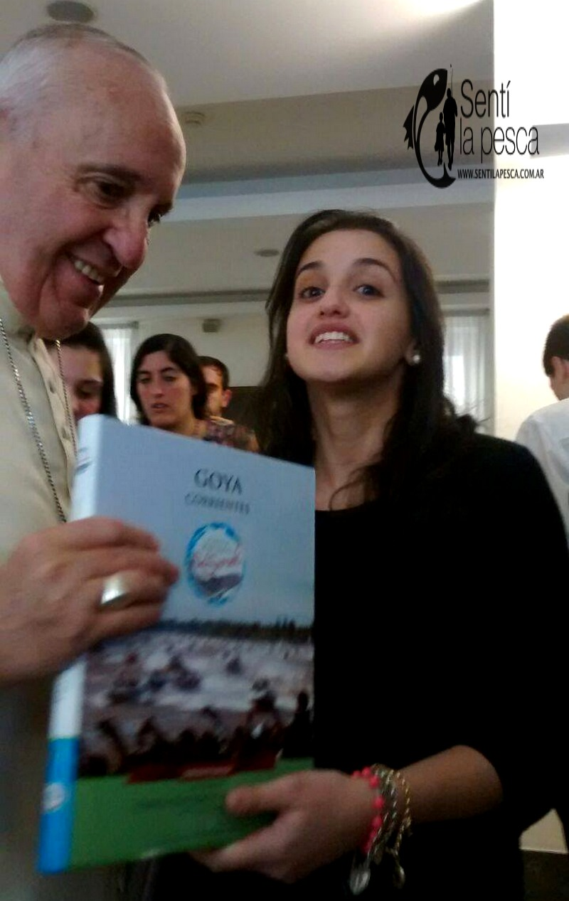 160720 PAPA FRANCISCO RECIBE LIBRO GOYA